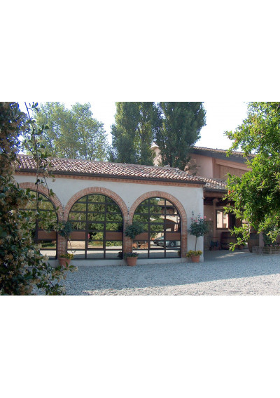 Blick auf die Cantina Tenuta Roveglia