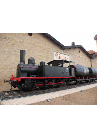 Antike Lokomotive, die den Wein nach Frankreich fuhr. Standort: Bodegas Muga, Haro, Bahnhofsviertel.
